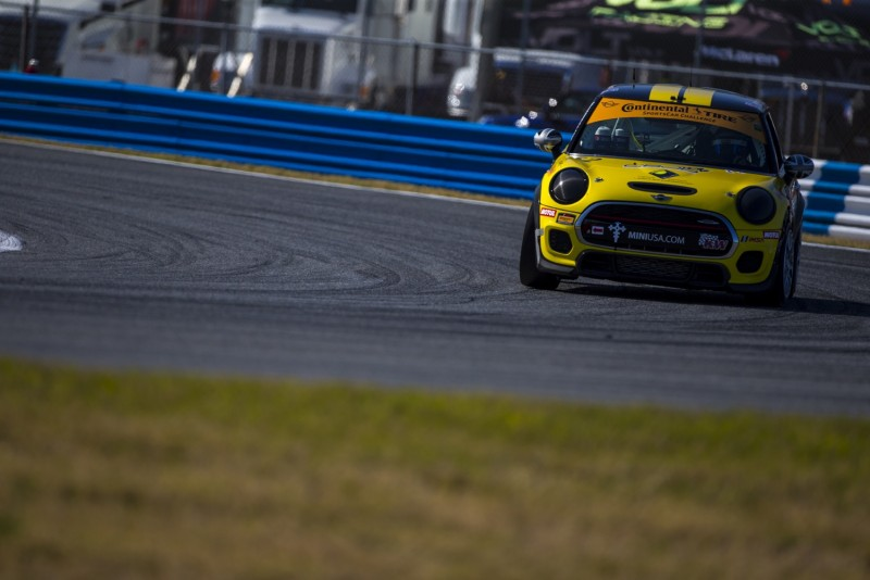 2018 MINI JCW Team races at the 4 hour BMW Endurance Challenge at Daytona